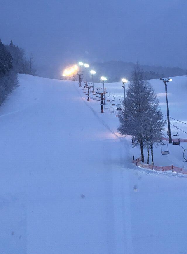 創遊村229スキーランド 青森県のローカルスキー場はカービングターンの練習に最適!