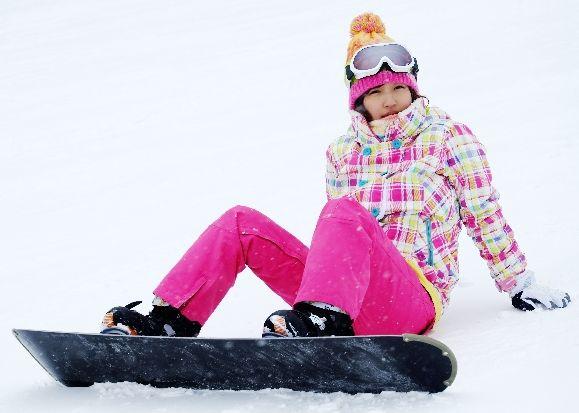 スノーボード初心者が用意するスノーボード用品とは?