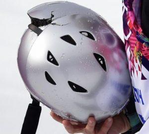 割れたヘルメット
